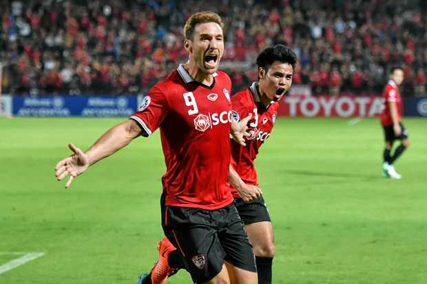Xisco (left) and Theerathon Bunmathan of Muangthong United celebrate Xisco's goal against the Roar.
