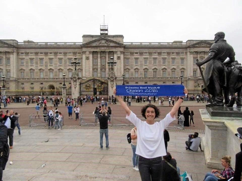 2016's Beef Week Queen bringing Casino Beef Week to Buckingham Palace.