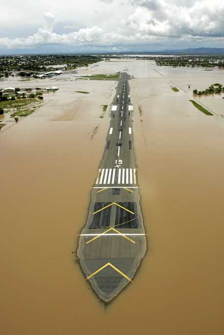Rockhampton airport.  View from chopper during Fitzroy River in flood.      Photo Sharyn O'Neill / The Morning Bulletin   ROK7111cho-S3