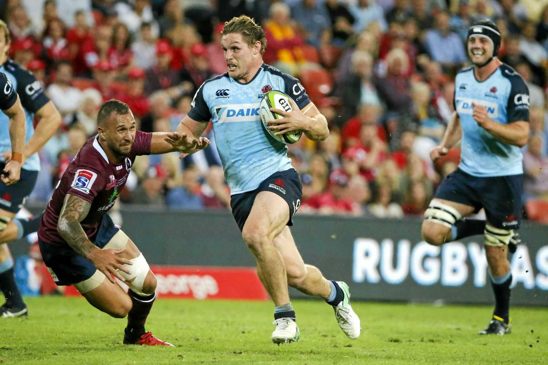 Michael Hooper of the Waratahs with the ball during the Round 10 Super Rugby match between the Queensland Reds and the NSW Waratahs at Suncorp Stadium in Brisbane, Saturday, April 29, 2017. (AAP Image/Glenn Hunt) NO ARCHIVING, EDITORIAL USE ONLY