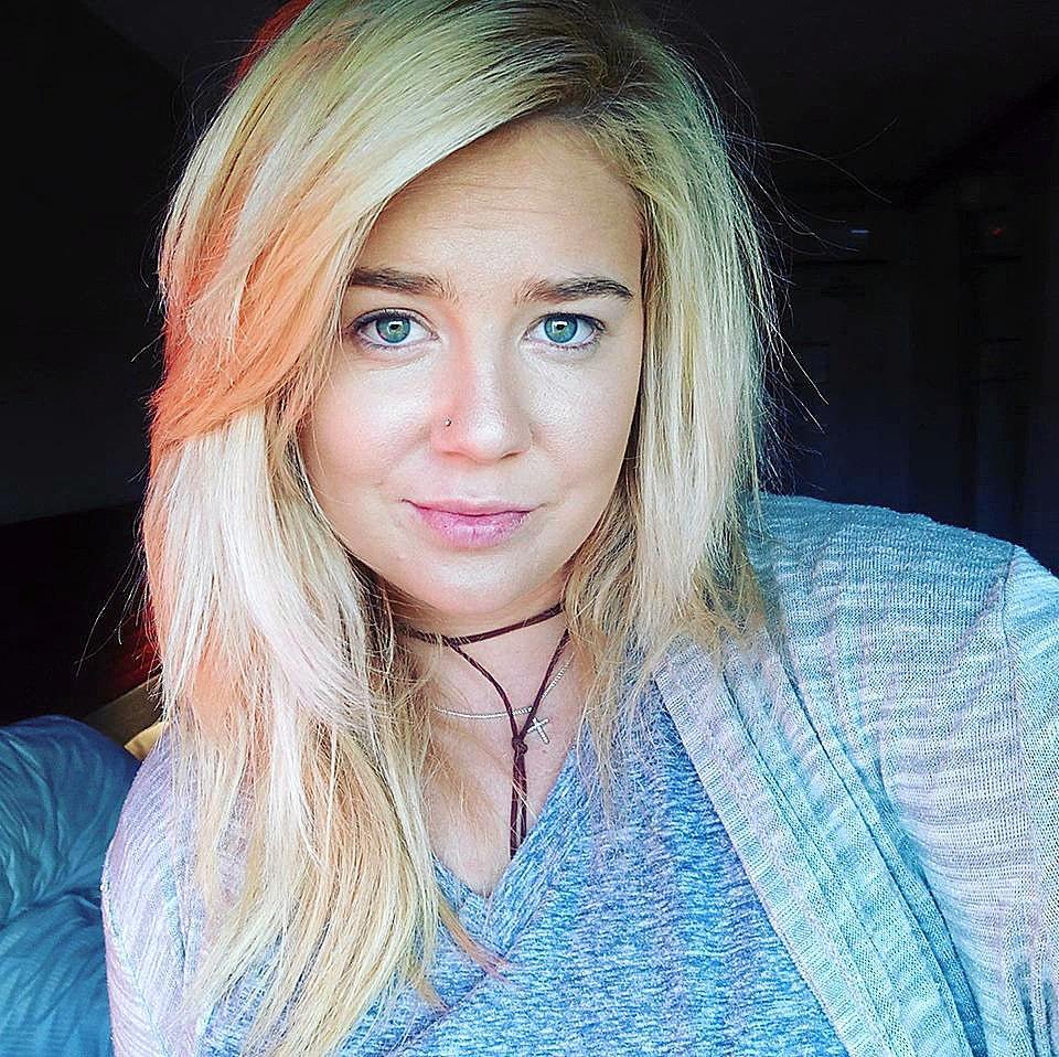 Supplied undated image obtained Monday, May 1, 2017 of Adelaide woman Cassie Sainsbury who has been arrested on drugs charges in Colombia. ainsbury, 22, is facing up to 25 years in jail after being arrested for allegedly carrying 5.8kg of cocaine concealed in her luggage as she tried to fly home to Australia on April 11 from at El Dorado International Airport in Bogota. (AAP Image/Facebook) NO ARCHIVING, EDITORIAL USE ONLY