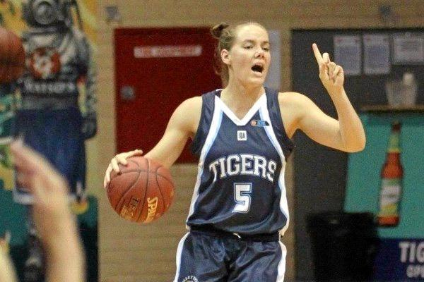 Former Rockhampton basketballer Lara Napier pictured playing for the Willetton Tigers in the WASBL.