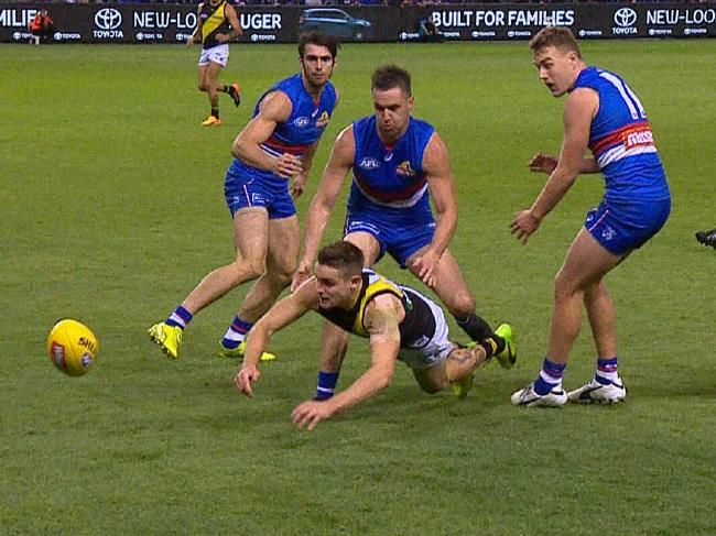 Richmond player Jayden Short fumbles the ball over the line, only to be penalised for deliberate out of bounds.