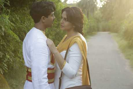 Manish Dayal and Huma Qureshi in a scene from the movie Viceroy's House.