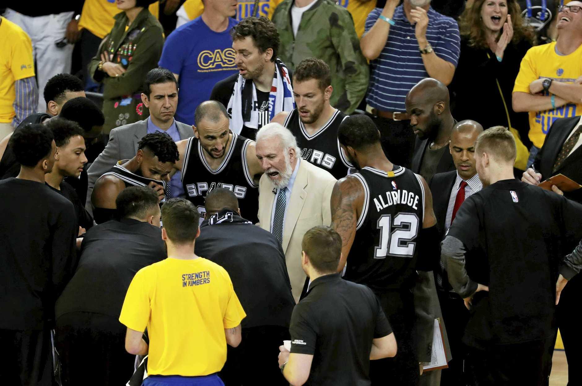 San Antonio Spurs head coach Gregg Popovich (C) talks to the team