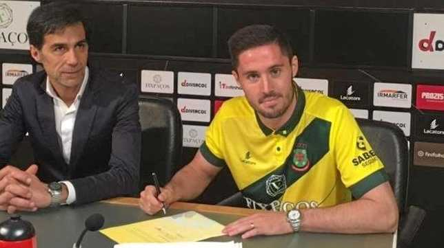 Dylan McGowan signs on for Portuguese Primeira Liga side Pacos Ferreira.