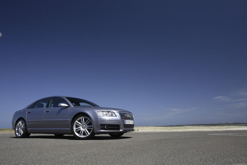 2006 Audi S8, launch photos.