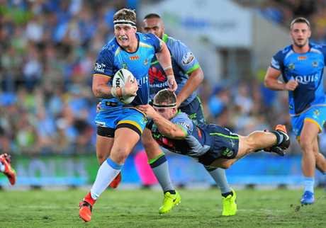Jarrod Wallace of the Titans breaks through the defence during the Round 6 NRL match between the Gold Coast Titans and the Canberra Raiders at Cbus Super Stadium in Robina on the Gold Coast, Saturday, April 8, 2017. (AAP Image/Albert Perez) NO ARCHIVING, EDITORIAL USE ONLY