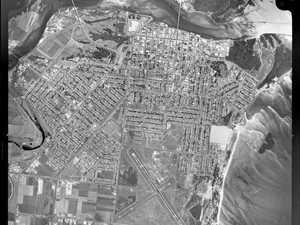 Incredible aerial image of Mackay in 1947