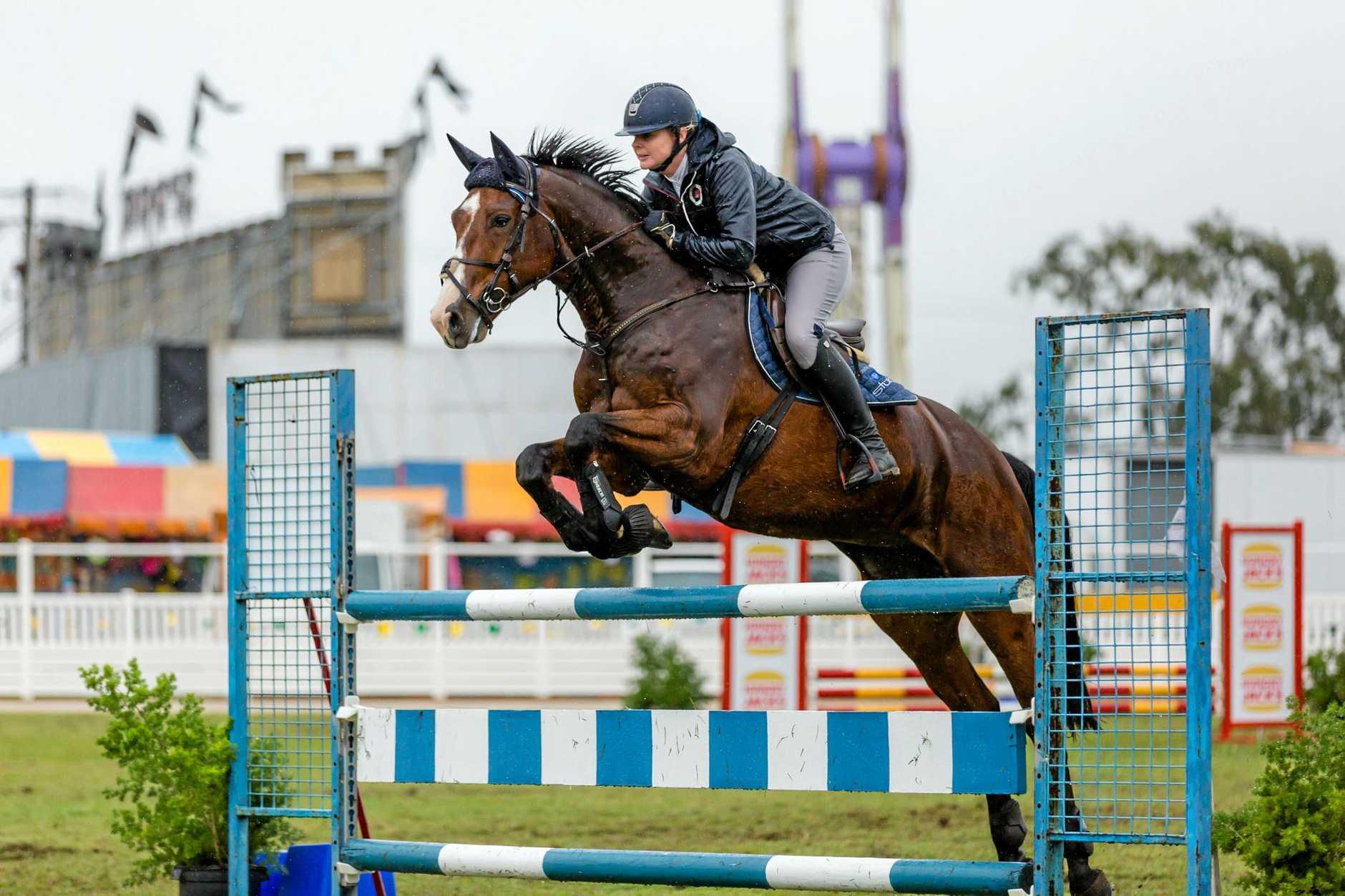 Show Jumping - Gemma Creighton on It's Silkridge