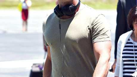 Chris Hemsworth lands at Gold Coast airport to start filming of Thor: Ragnarok.