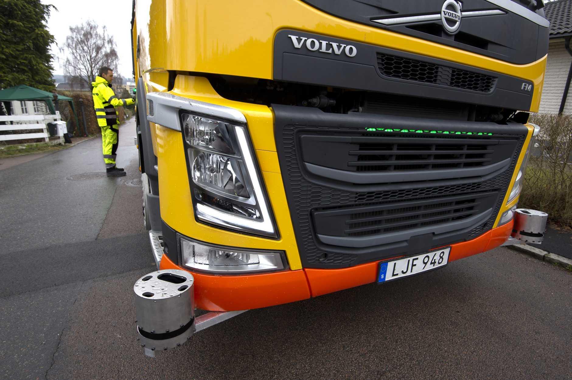 Sensors monitor the truck's surroundings as it reverses.
