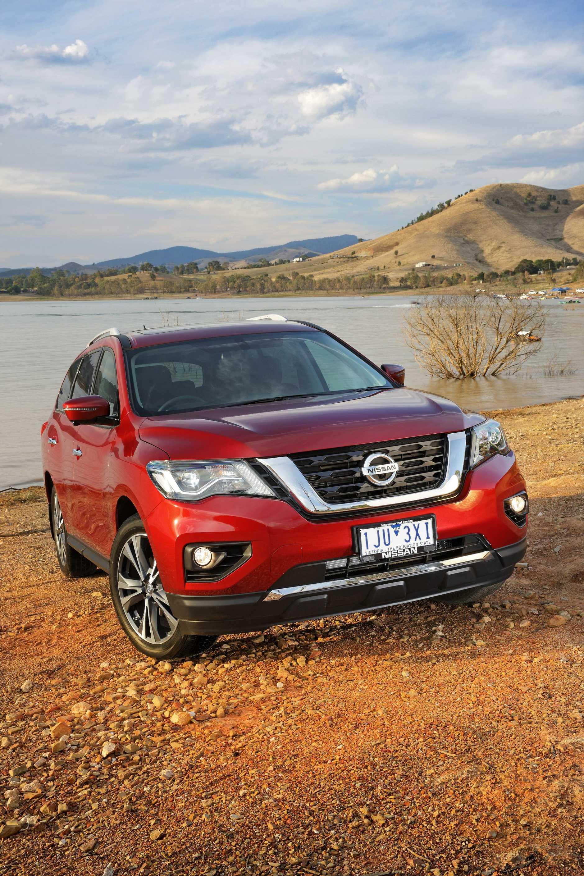HEAD TO HEAD: Nissan Pathfinder v Hyundai Santa Fe