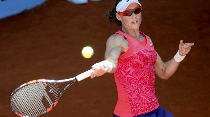 epa05948968 Australia's Samantha Stosur in action against Spain's Sara Sorribes Tormo during their first round match of the Mutua Madrid Open tennis tournament in Madrid, Spain, 07 May 2017.  EPA/JUANJO MARTIN