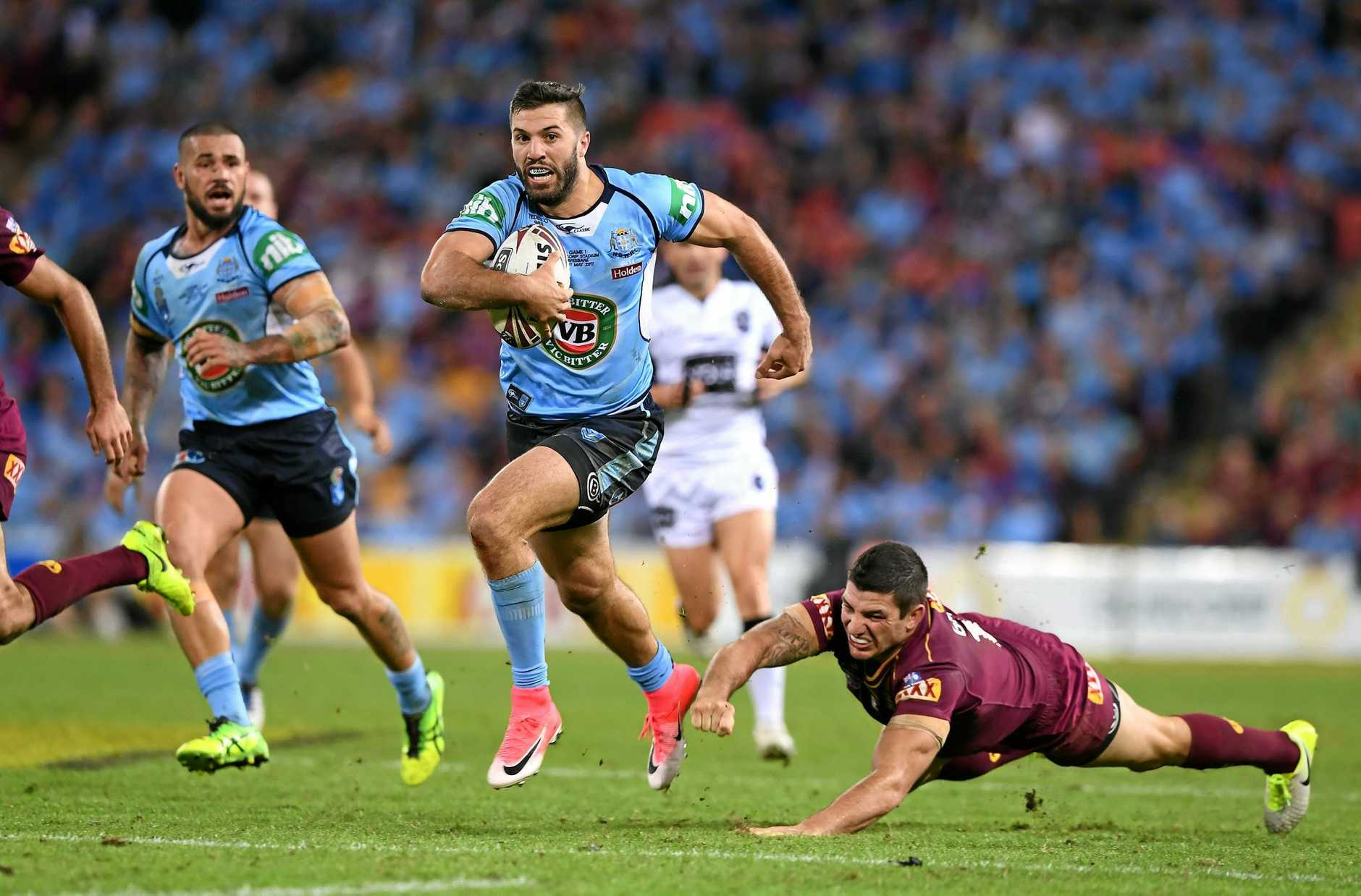 James Tedesco of the NSW Blues gets clear before putting Mitchell Pearce in for a try during Game 1 of the State of Origin series at Suncorp Stadium in Brisbane, Wednesday,  May 31, 2017. (AAP Image/Dave Hunt) NO ARCHIVING