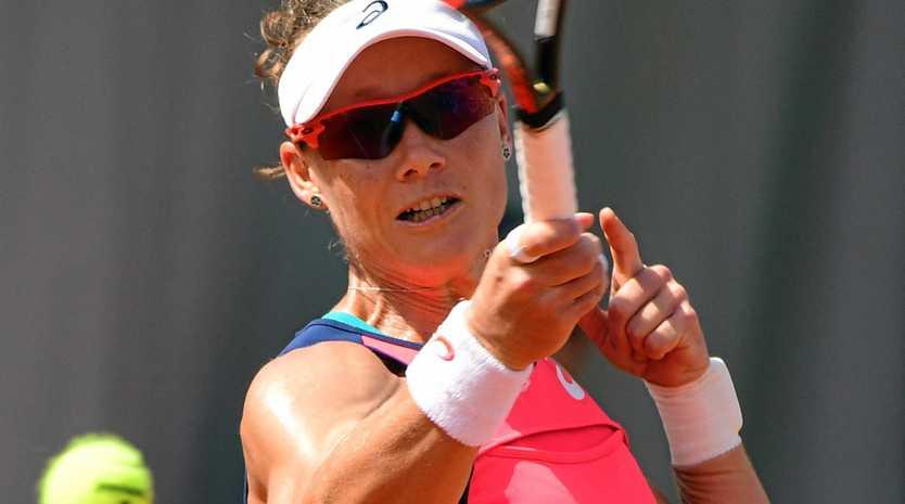 Samantha Stosur  in action against Kirsten Flipkens