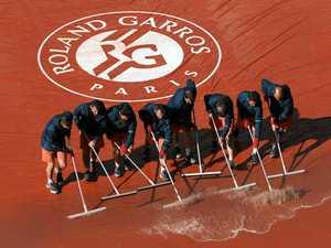 Rain halts play at French Open