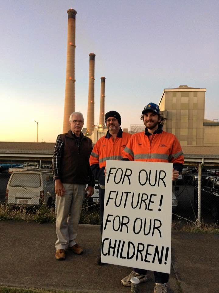 Workers and union members gathered outside the Gladstone Power Station this morning to protest against changes to their Enterprise Bargaining Agreement.