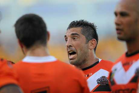 Braith Anasta speaks to his Tigers troops in 2014.