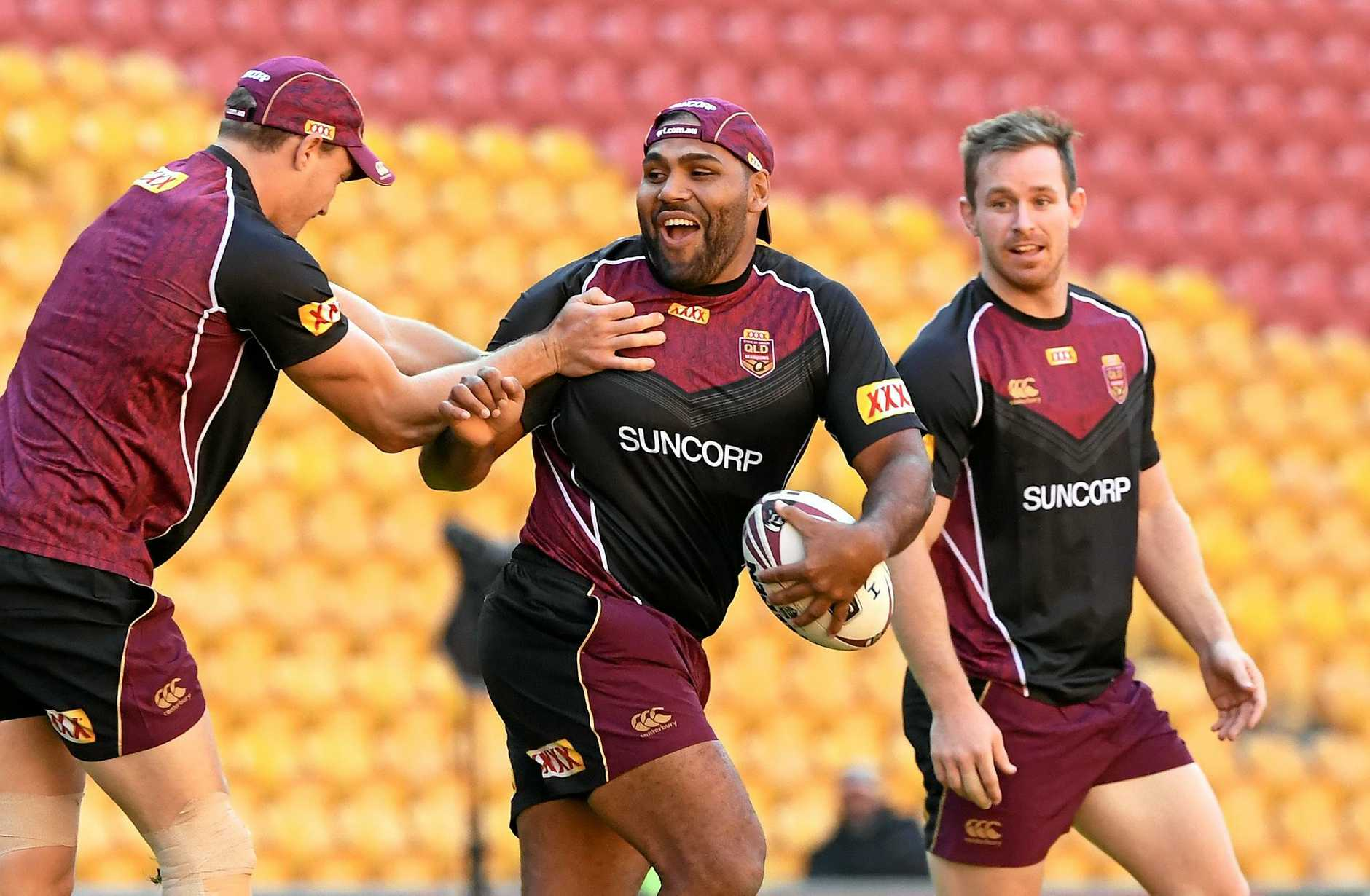 Sam Thaiday (centre) during the Queensland State of Origin team training session in Brisbane, Tuesday, May 23, 2017. First match of the State of Origin takes place on Wednesday, 31 May. (AAP Image/Dave Hunt) NO ARCHIVING