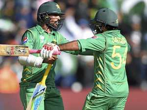 Pakistan skipper guides side into semi-finals