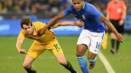 Robbie Kruse of Australia and Silva Alex Sandro of Brazil compete for the ball. Photo:Getty Images