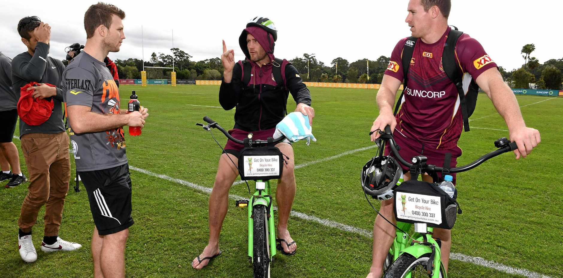 Gavin Coper (centre) and Michael Morgan (right) chat with boxer Jeff Horn at Maroons training.