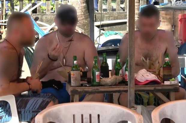 Tourists in Bali eat dog meat, thinking it to be chicken