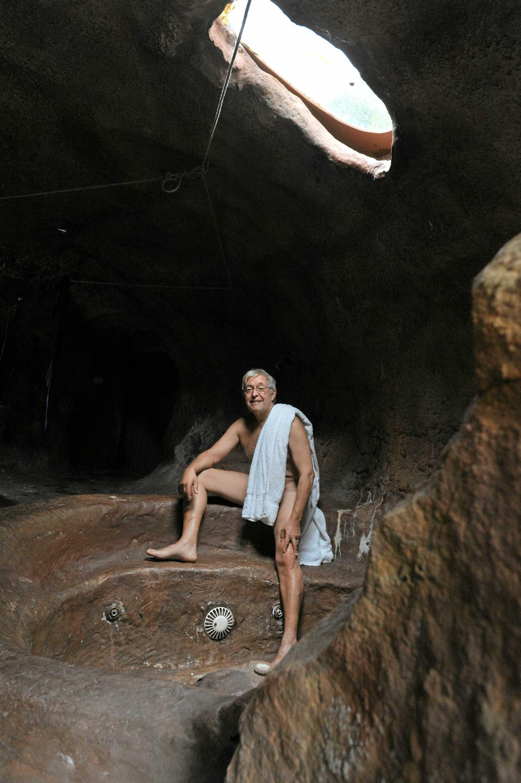 Rainer Mueckenberg in his nudist cave in Doonan.