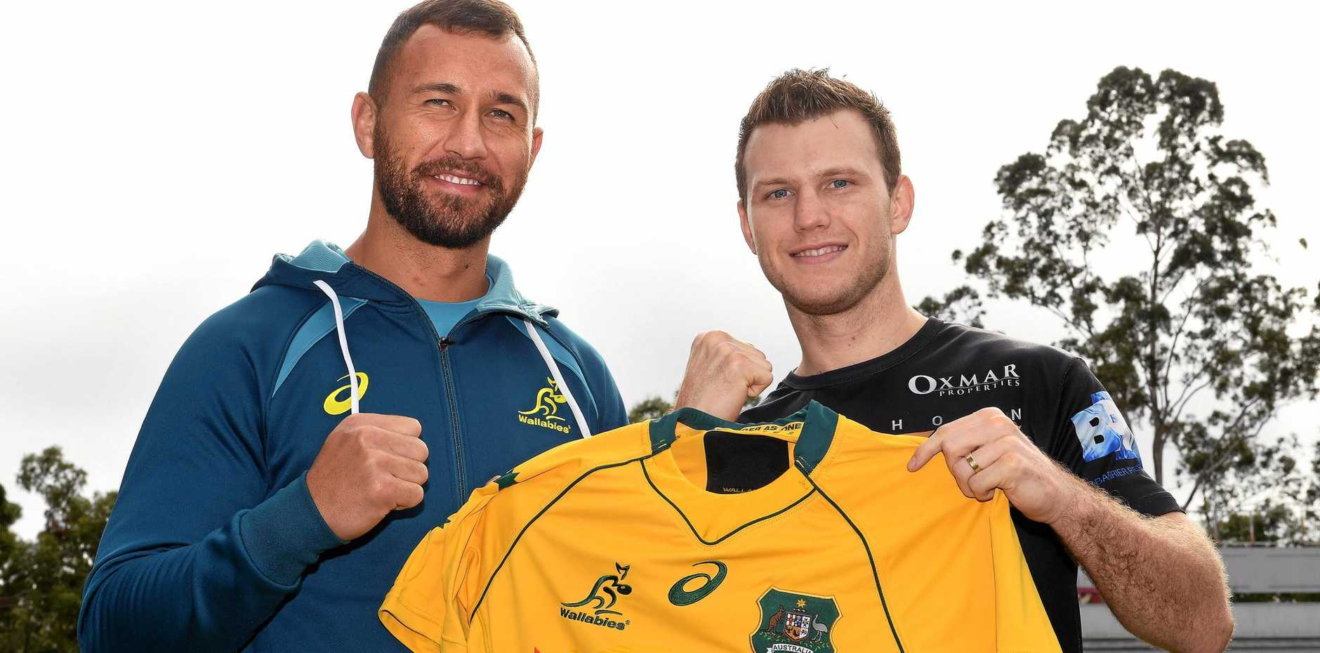 Quade Cooper (left) presents boxer Jeff Horn with a Wallabies jersey at a team training session in Brisbane.