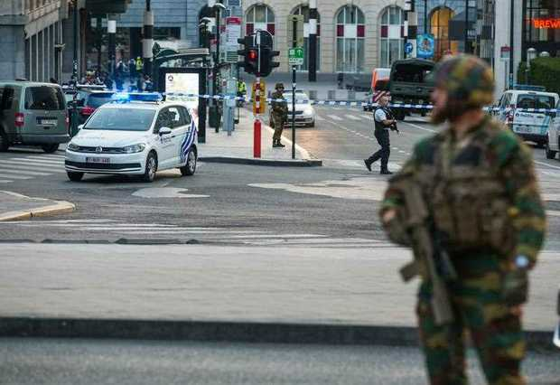 Troops shoot suspected bomber in Brussels station