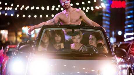Ryan Cooper, Jillian Bell, Zoe Kravitz, Scarlett Johansson and Ilana Glazer in a scene from Rough Night.
