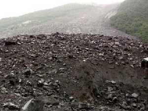 More than 100 people feared dead in China landslide