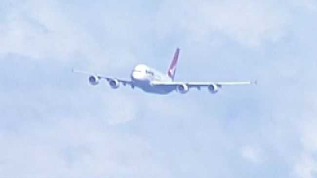 QF93 over Sydney. The Melbourne to LA Qantas flight was forced to divert to Sydney when an alert light came on.