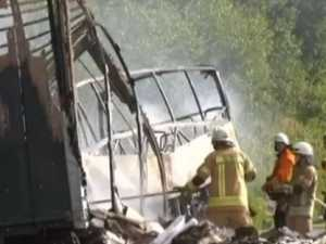 18 dead in bus crash