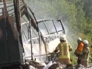 18 dead in bus crash