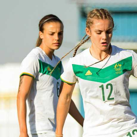 Ellie Carpenter (right) maintains her focus during an Australian team training session.