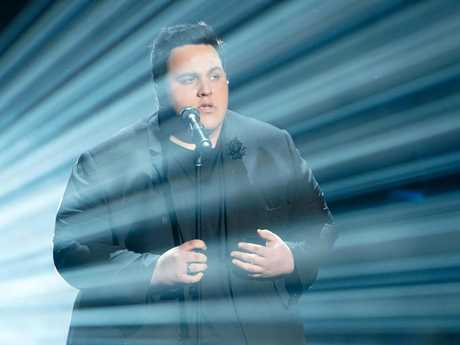 Judah Kelly performs on The Voice.