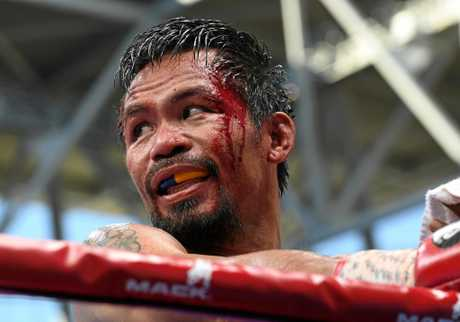 Manny Pacquiao returns to his corner during his world title stoush with Jeff Horn.