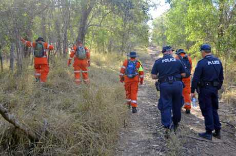 Police and SES volunteers search Lover's Lane near Wanora for missing teen Tiffany Taylor  in 2015.