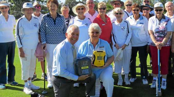 Mark McArdle presents members of the Caloundra Mallet Sports Club with their defibrillator.