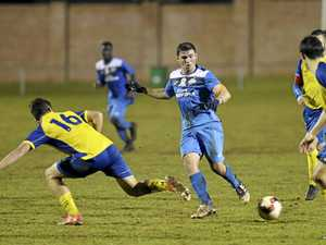 Thunder hold off Strikers