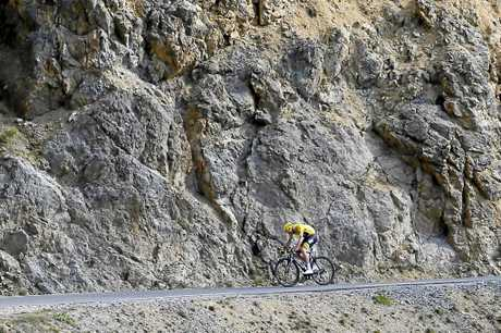 Froome rides breakaway as he climbs Izoard pass