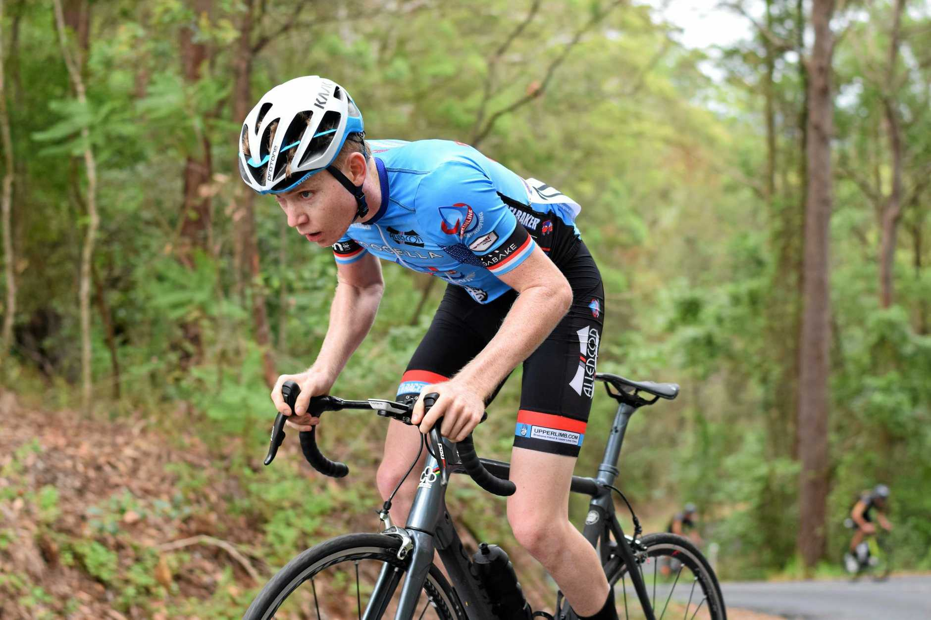 Elliot McKean during the recent Rosemount road race with traditional rim brakes.
