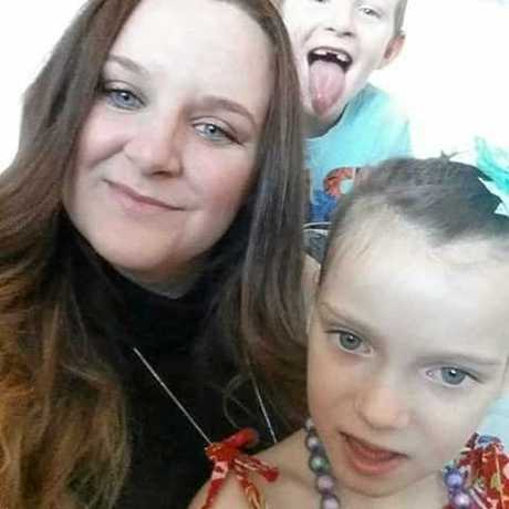 Elizabeth Smyth, 27, with daughter Alleighah Smyth, 10.