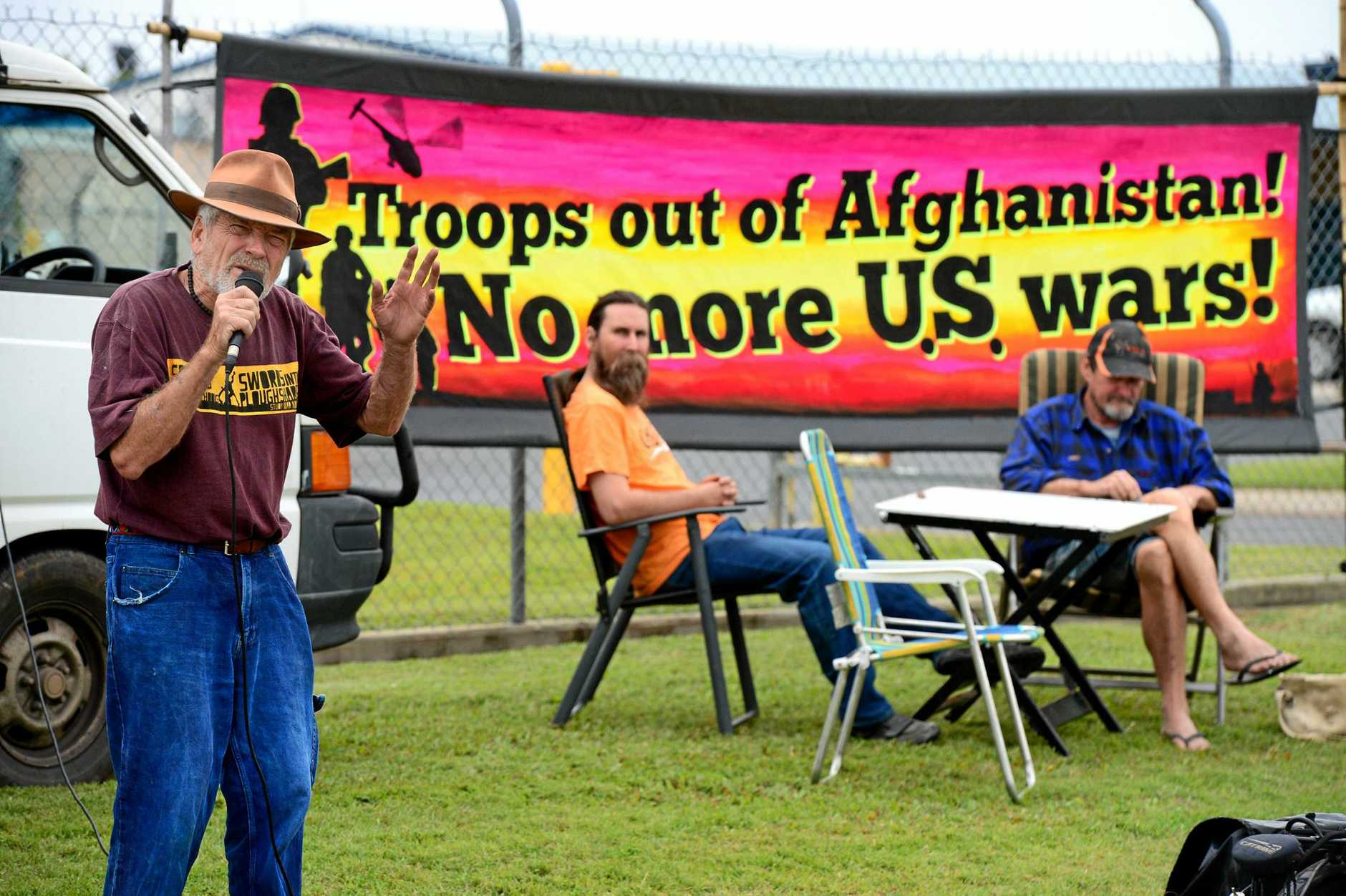 Graeme Dunstan protests against the US-Australia military alliance outside the Rockhampton Army Barracks on July 4, 2014.  Photo Sharyn O'Neill / The Morning Bulletin