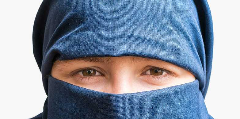 A woman wearing Muslim attire allegedly attempted to coax a Mackay resident into her car