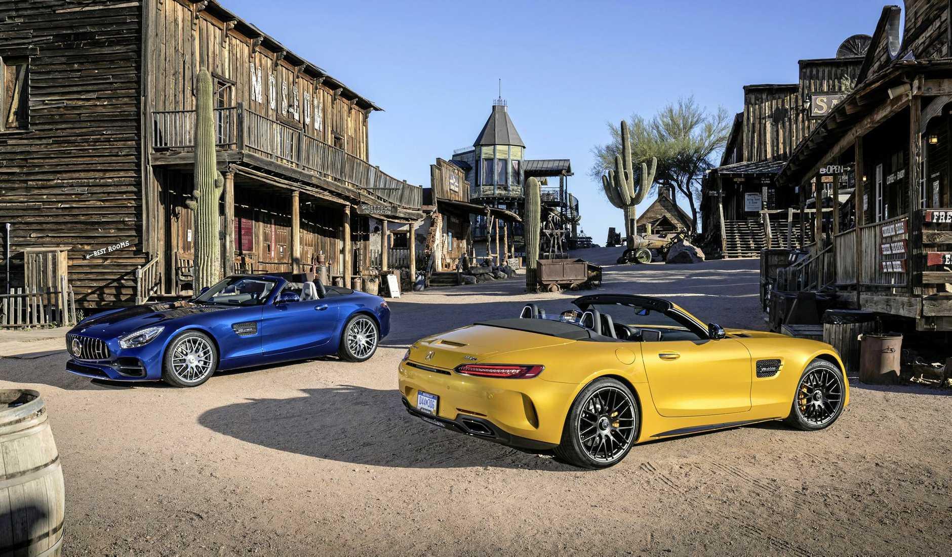 Mercedes-AMG GT C Roadster & Mercedes-AMG GT Roadster Fahrveranstaltung Phoenix 2017; Mercedes-AMG GT C Roadster: AMG solarbeam; Leder Exclusiv Nappa / Microfaser DINAMICA schwarz / graue Ziernhte; Mercedes-AMG GT Roadster: brillantblau metalic; Leder Exclusiv Nappa STYLE macchiatobeige/schwarz;Kraftstoffverbrauch kombiniert: 11,4  9,4 l/100 km; CO2-Emissionen kombiniert: 259 - 219 g/km*Mercedes-AMG GT C Roadster & Mercedes-AMG GT Roadster Press Test Drive Phoenix 2017; Mercedes-AMG GT C Roadster: AMG solarbeam; Exclusive Nappa leather / DINAMICA microfibre black / grey topstiching; Mercedes-AMG GT Roadster: brilliant blue metallic; STYLE Exclusive nappa leather macchiato beige/black;Fuel consumption combined: 11.4  9.4 l/100 km; Combined CO2 emissions: 259 - 219 g/km*