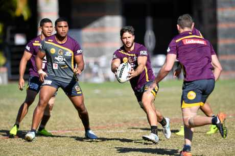 Brisbane Broncos player Ben Hunt (centre) during a training session in Brisbane, Wednesday, August 2, 2017. The Broncos will play the Gold Coast Titans in their round 22 NRL clash. (AAP Image/Darren England) NO ARCHIVING