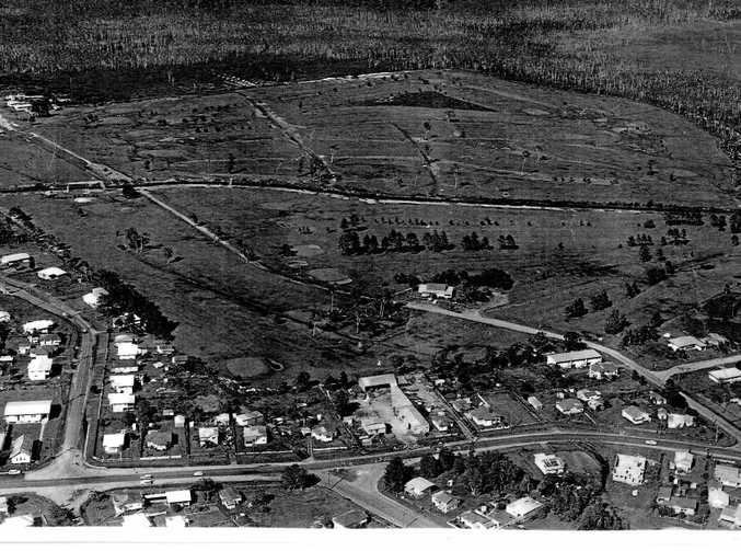 A 1972 aerial shot of Maroochydore shows the developing Horton Park Golf Course which is now destined to be the new Maroochydore CBD. Aerodrome Rd runs across the bottom of the photo.